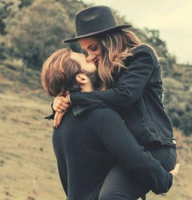17 Things Girls Do That Guys Love (Secretly)