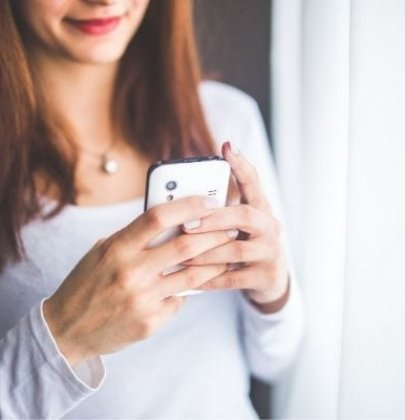 How to Flirt over Text & Texting Mistakes to Avoid