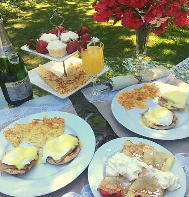 Romantic Outdoor Brunch Ideas for Two