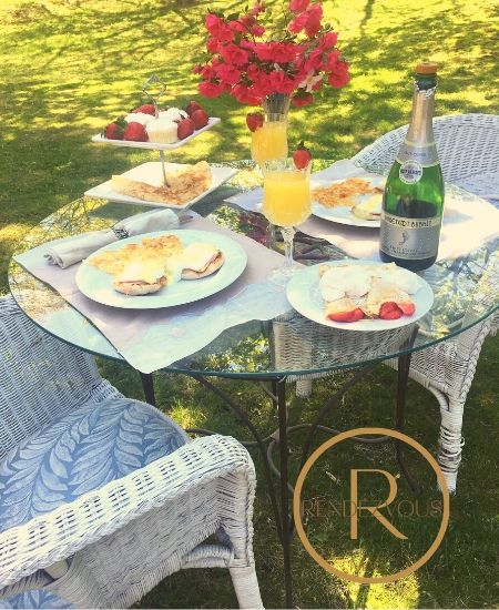 outdoor brunch for two table setting