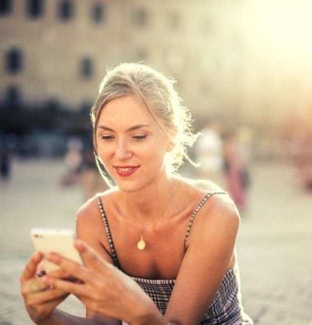 How to Text a Girl & 7 Texts that Push Her Away
